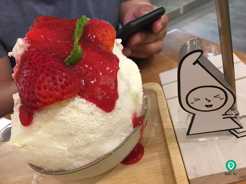 The Strawberry Cheesecake Kakigori lovingly referred to Shibuya's Ice Kacang is a popular item on Miru's menu.