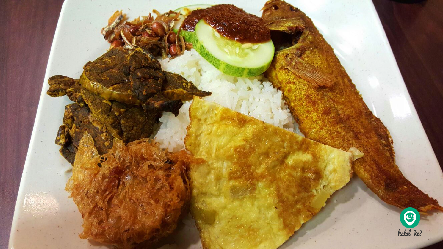 The Putri Hayyu Authentic Cafe at Selegie Road, Singapore is always packed with customers especially during lunch hour. Be sure to try their Nasi Lemak!