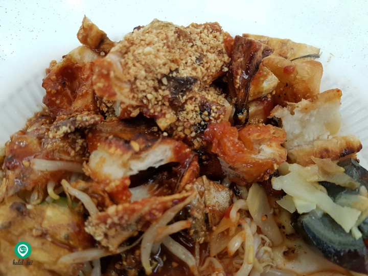 One of the popular Rojak outlets in the West is Brothers Rojak located at Clementi! Expect long queues during peak hours! Photo: Rahimah Rahim