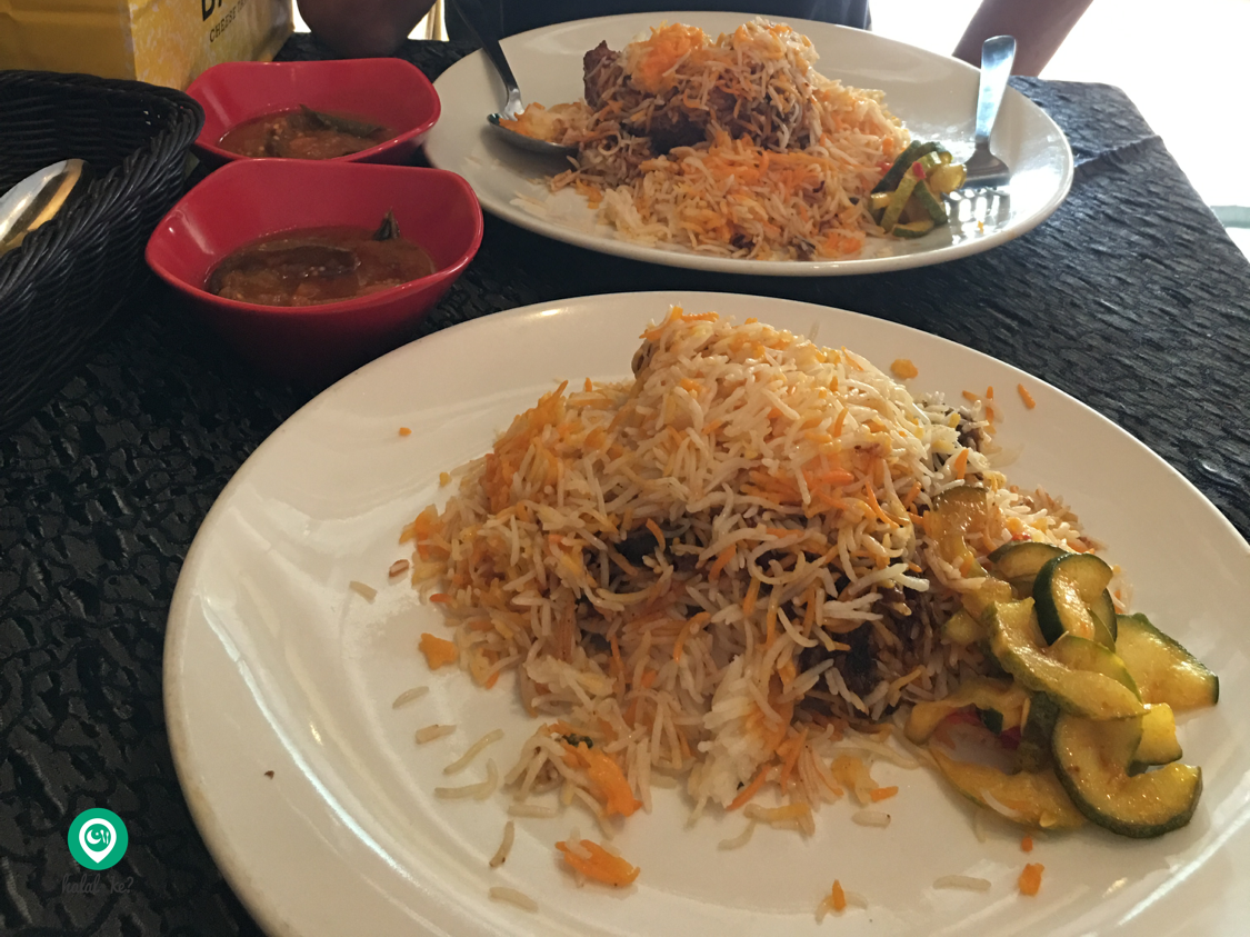 Islamic Biryani which is nearly 100 years old today serves aromatic biryani. From beef to fish biryani, it is a must try for every local and tourist!